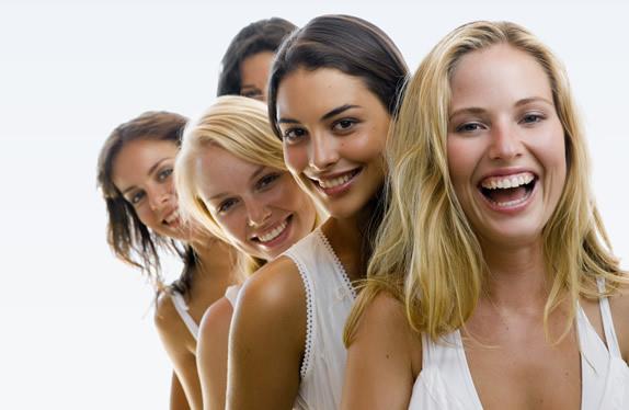 women in a line 574x374 - Первичное гинекологическое обследование за 2 посещения